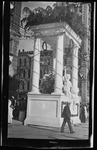 A triumphal arch in the Court of Honor at the 1909 Wright Brothers Homecoming Celebration