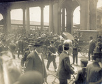 The crowd at the arrival of the Wright Brothers